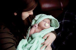Cómo bañar a un bebé recién nacido?