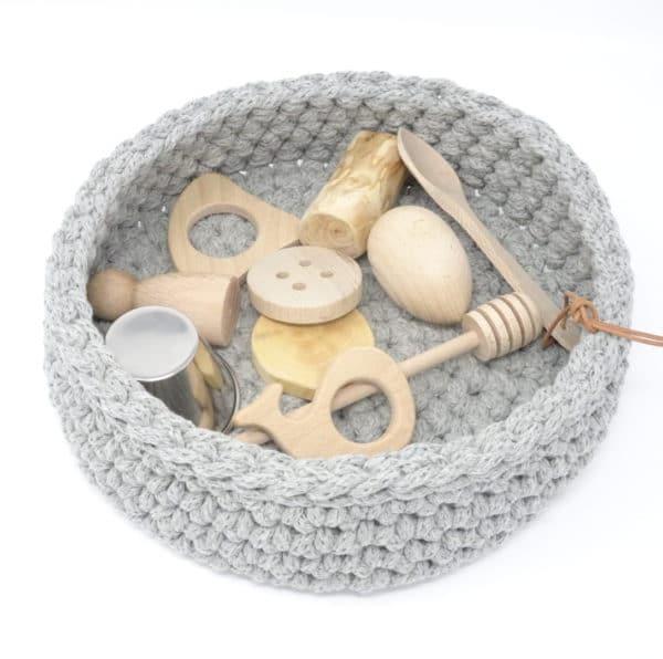 ideas para regalar en Navidad cesta tesoros